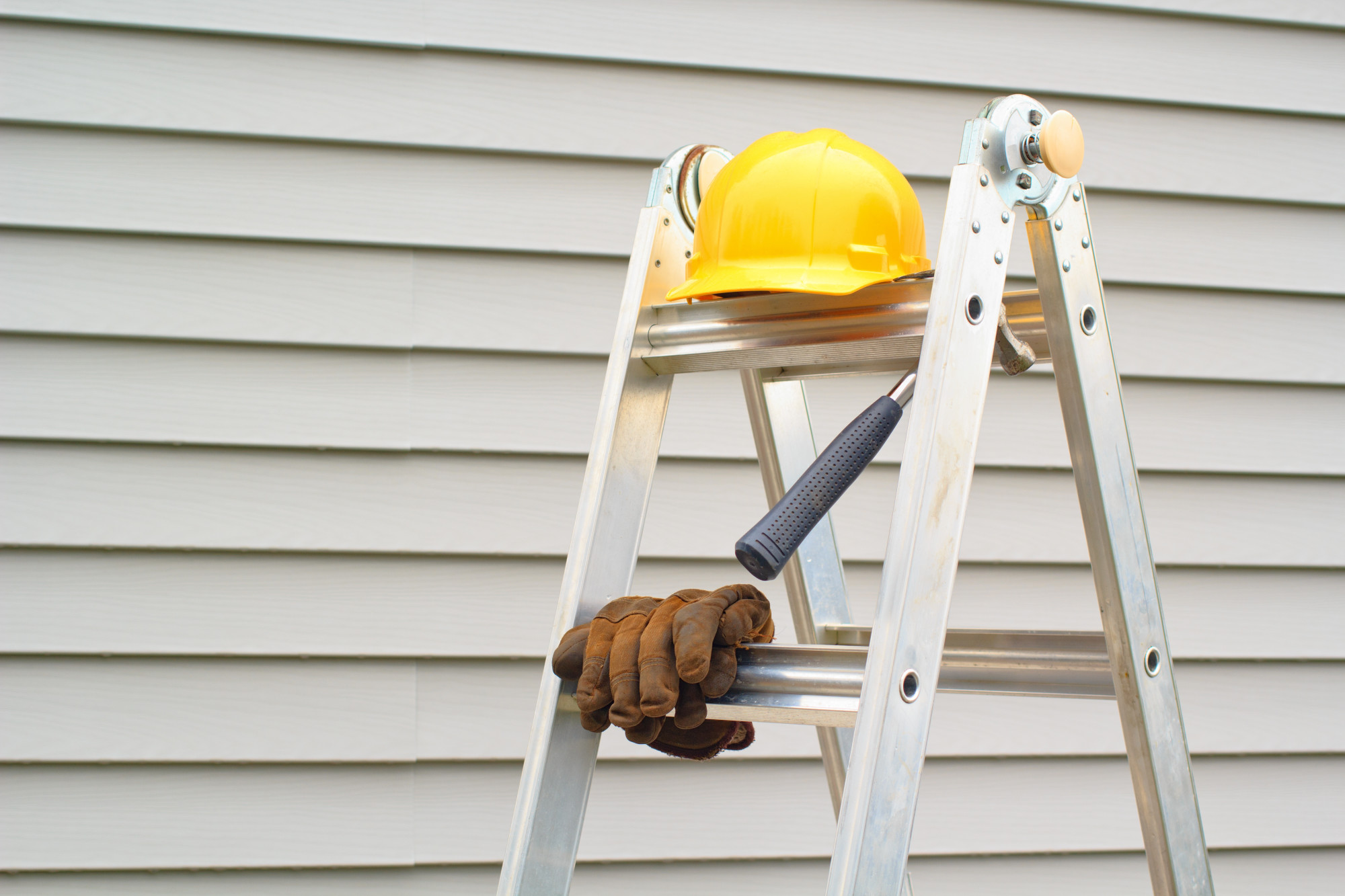 SIDING REPAIR OR SIDING REPLACEMENT - WHICH IS BETTER FOR YOUR DALLAS HOME?